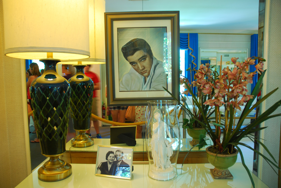 Drawing of Elvis at Elvis's Graceland home