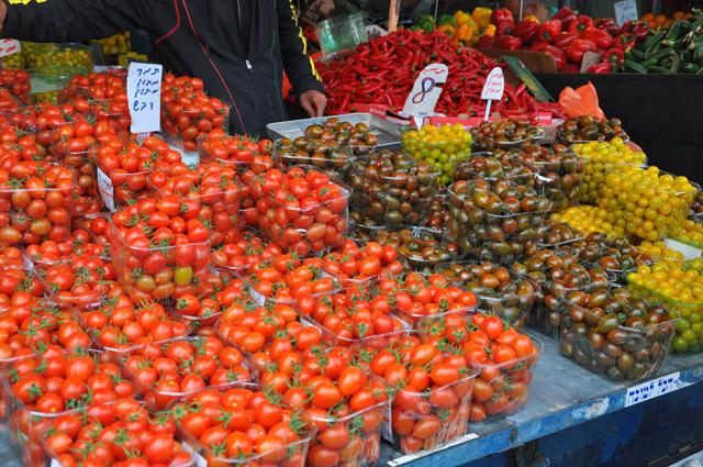 Tomatoes at Carmel Market Tel Aviv
