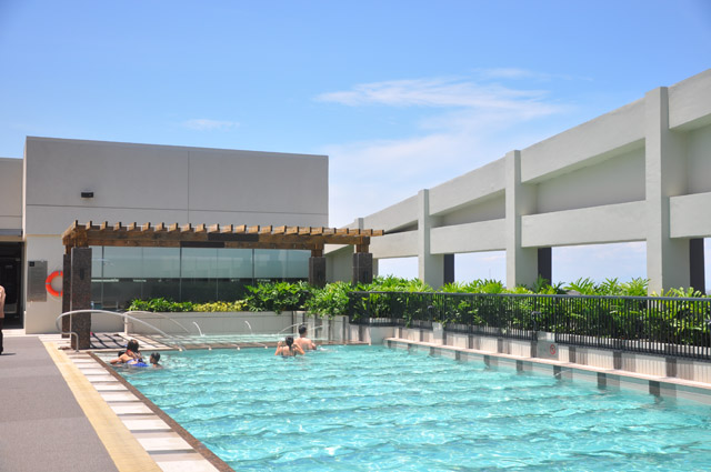Holiday Inn & Suites Makati Manila Swimming Pool
