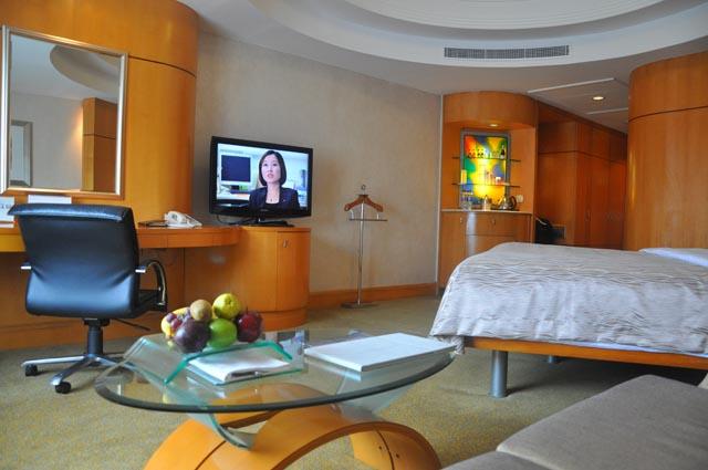 Shangri La Makati Room