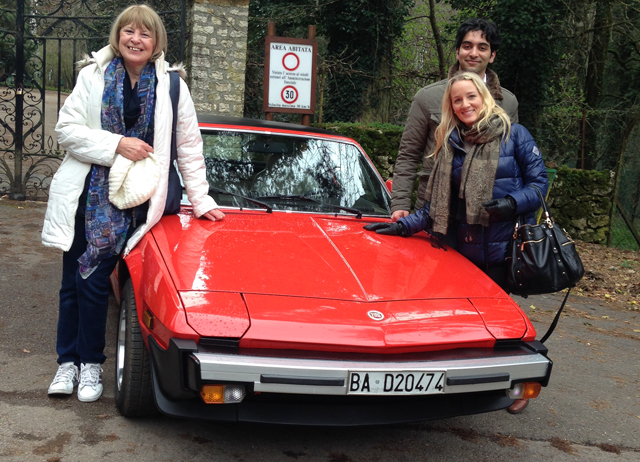 Group photo with a Vintage Fiat in Italy