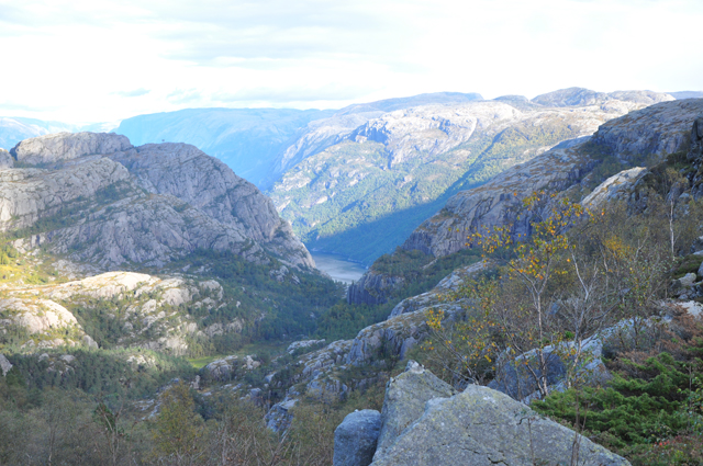 Route to Preikestolen