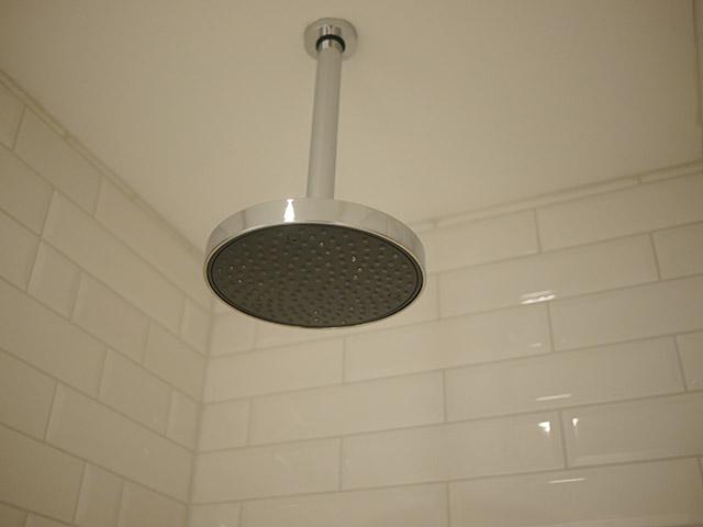 Apotek Hotel Shower