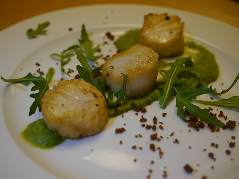 Grape and Olive Scallops