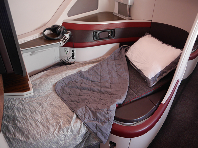 Qatar Airways Fully Flat Bed in Business Class
