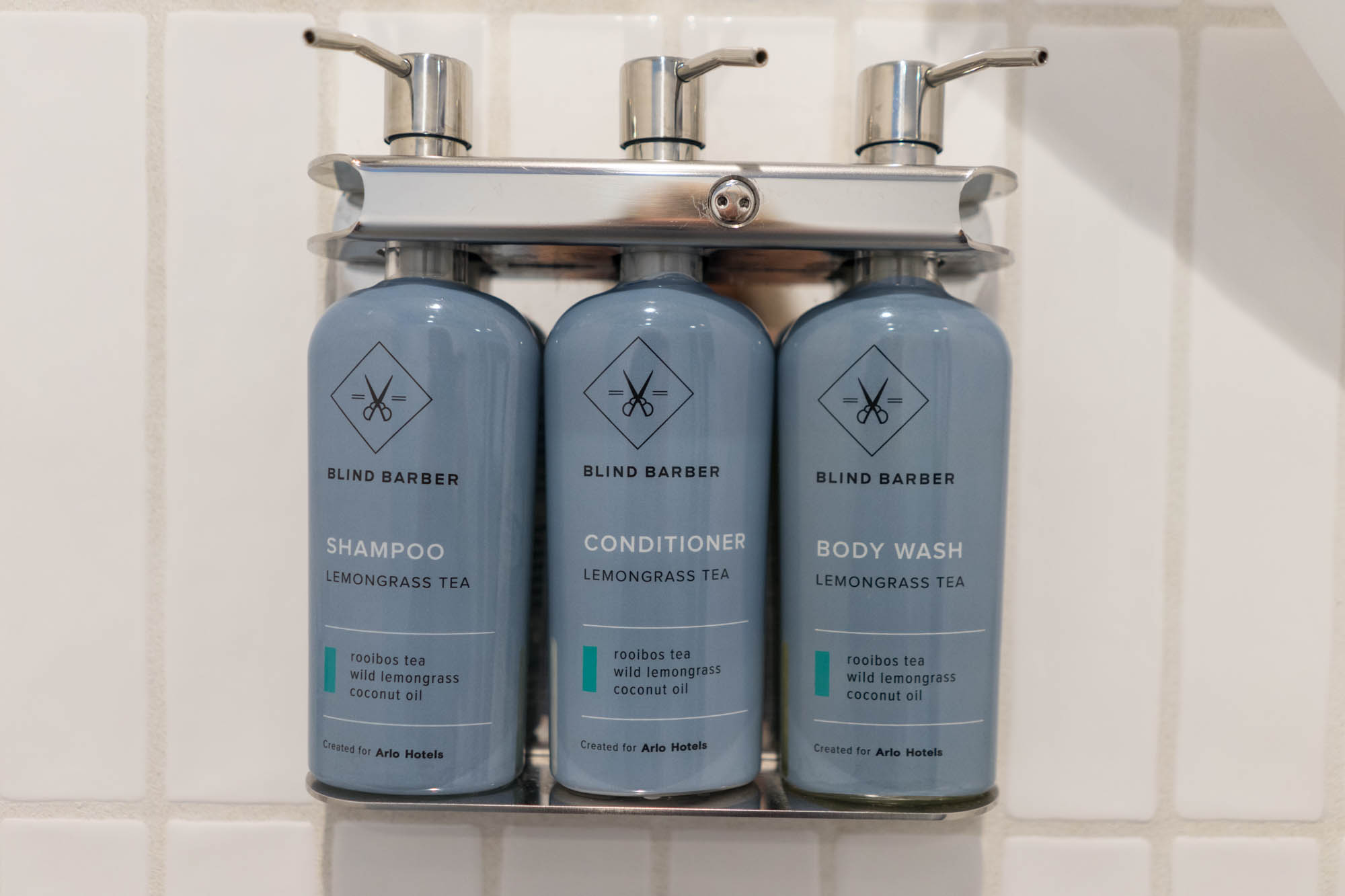 Arlo Nomad Blind Barber Toiletries